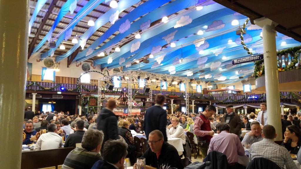 Lowenbrau Münchner Halle unha feira á alemana