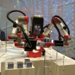 Robot-realizando-puzzle-cebit